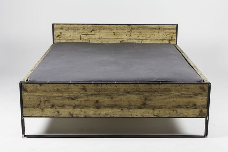 This bed is made of two steel frames on the head and the food side, joined together with two planks on the side. The wood has been taken from...