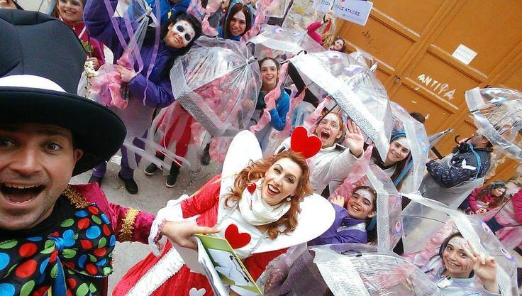καρναβάλι στη σύρου που τσούζει!!!! ηταν τσουχτερές... ήταν αταξίες... ήταν το 6ο δημοτικό Σχολείο Ερμούπολης!!!!!!! τσουυυυζει!!!  (φωτό Γιώργος Ρούσσος)