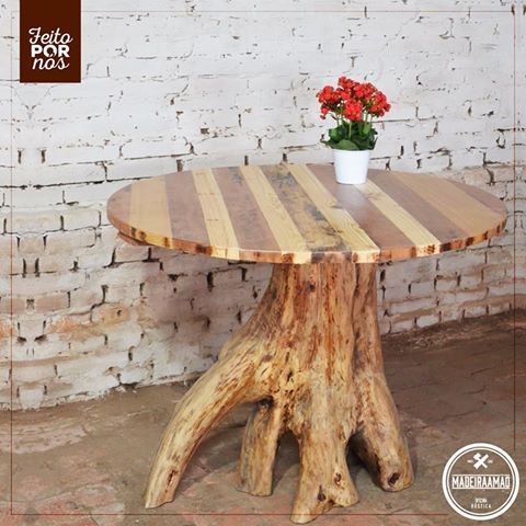 MESA EXCLUSIVA   Peça única • Mesa maciça  • Feita 100% com madeira de reaproveitamento. • Tampa com madeira de cerejeira, peroba, cedro e pinho. • 1 metro de diâmetro   80 centímetros de altura