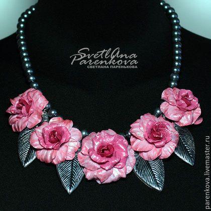 Купить или заказать комплект из полимерной глины розовые розы (85) в интернет-магазине на Ярмарке Мастеров. Комплект выполнен из полимерной глины, в приятной розово-серой цветовой гамме, с переходом оттенков. Розовые цвета в комбинации с оттенками серо-серебристого тона представляют собой гармонично сочетающиеся цвета всегда: это – классика моды! Это очень красивое, изысканное сочетание цветов! Этот комплект придаст очарование любому возрасту! Кольцо регулируется.