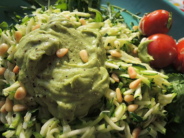 Courgetti met avocadosaus