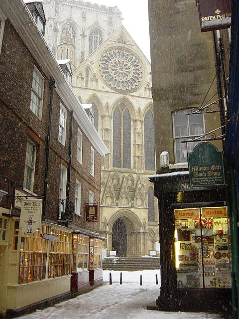 York Minster in snow - York, England  (by James Gunn on Flickr)