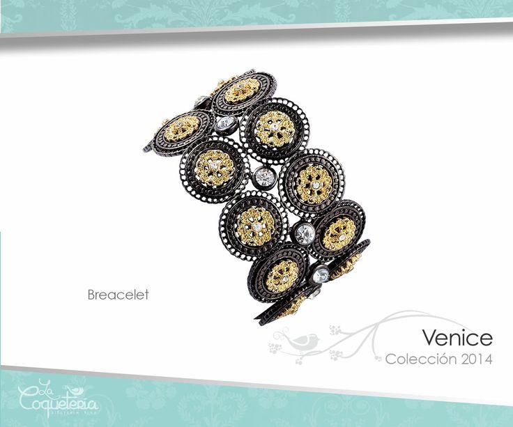 Dos ristras de discos y brillantes cristales rodean tu muñeca glamorosamente. El brazalete es ajustable. www.lacoqueteria.co #bracelet #brazalete #accesories #beautiful #lacoqueteria #fashion  #shoppingonline #tiendaenlinea #mexico #accesorios #moda #monterrey #merida #vestidos #joyeria #bisuteria #boda #tendencias