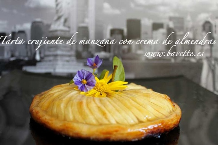 Tarta crujiente de manzana con crema de almendras.: With Cream, Apple, Crujient Of, Cream, Tarta Crujient, Sweet Desserts, Hojaldr With, Pie