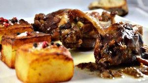 Heerlijk recept van eendenbout met rode kool en aardappel. Bij dit gerecht drink je 2011 - Domaine du Boiron. Recepten en wijnen zijn te vinden op www.MijnWijnPlein.nl
