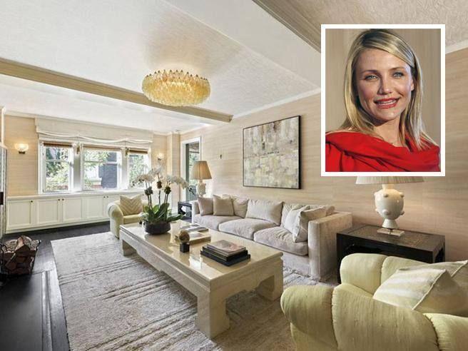 Dalla villa agli Hamptons di Andy Warhol all'attico a New York di Demi Moore, sono molte le celebrità che hanno messo in vendita le loro case, spesso a prezzi folli, che hanno poi però dovuto abbassare, perché la crisi immobiliare colpisce anche i Vip