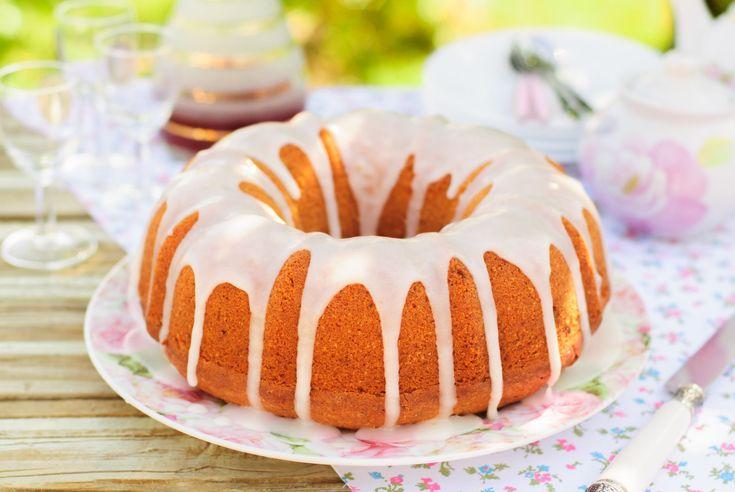 Babka różano-kokosowa, przepis: http://www.weranda.pl/styl-zycia-new/przepisy-kulinarne/babka-rozano-kokosowa  #babka #różana #kokosowa #ciasto #kolorowe #luksusowe #glamour #pyszne #słodycze #desery #ciasta #babki #stół #święta #pomysły #jedzenie #przekąski #cake #kitchen #dessert #cakes #white #spring #summer #food #sun