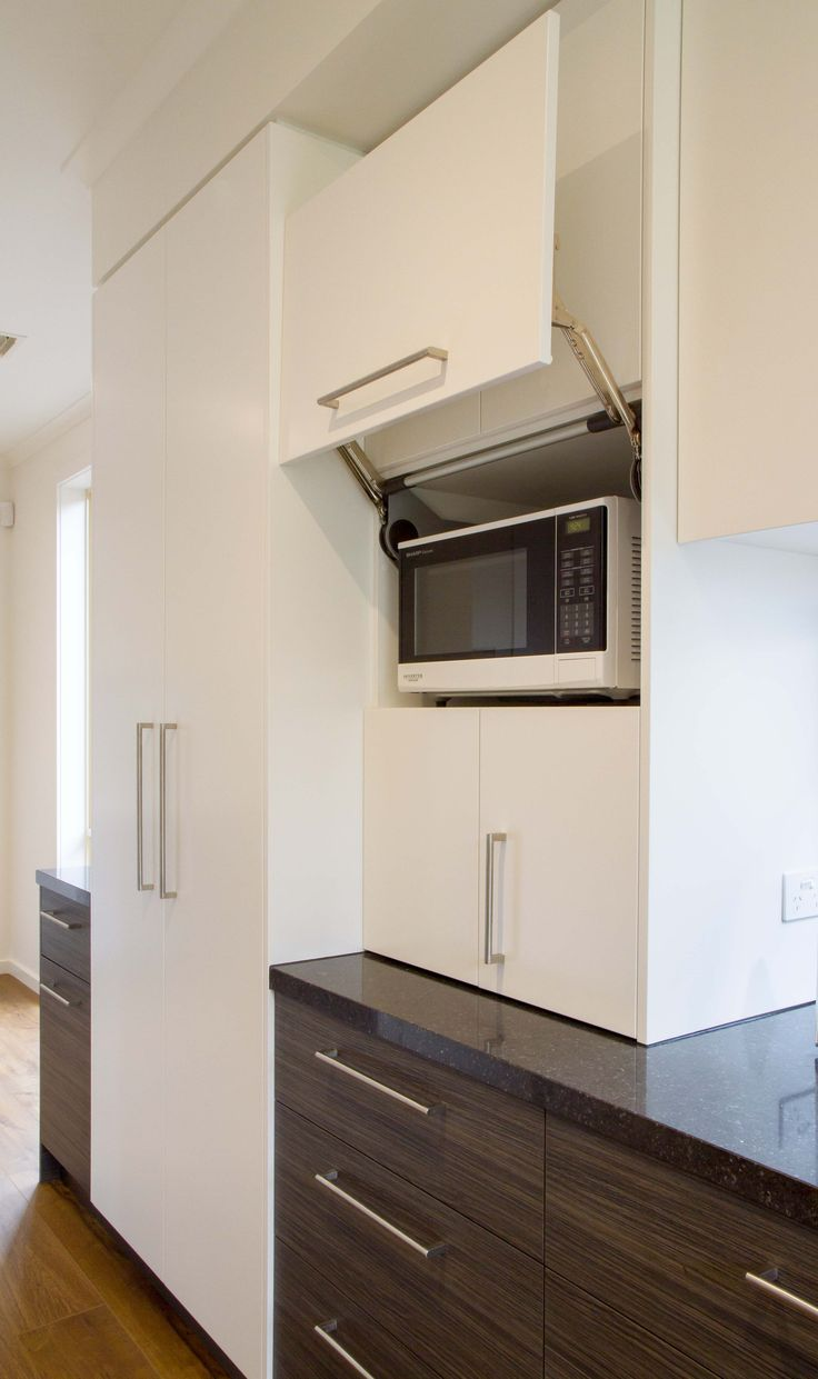 Modern kosher kitchen with scullery/butlers pantry. www.thekitchendesigncentre.com.au @thekitchen_designcentre