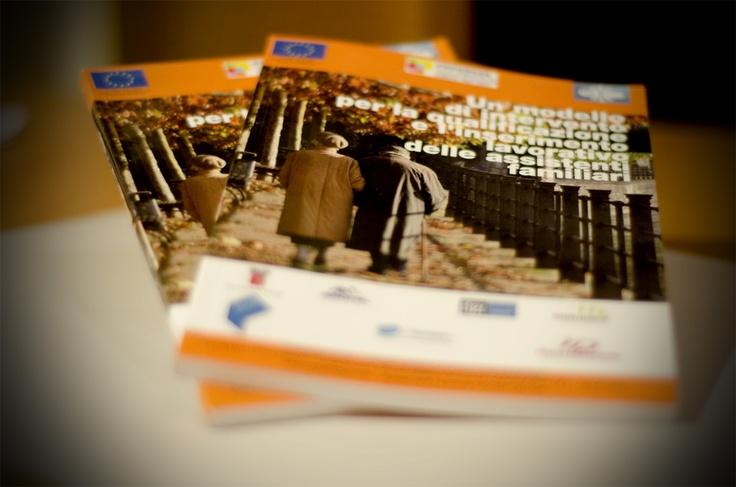 Nell'ambito del progetto FasiFamily assistance and social integration, abbiamo sviluppato per la conferenza finale di progetto  il materiale informativo e divulgativo, Inviti per i partecipamti, locandine e manifesti divulgativi dell'evento ed abbiamo curato la pubblicazione  finale del progetto Fasi. Un Volume in formato A5 che riassume tutti i dati e le specifiche della ricerca di progetto.
