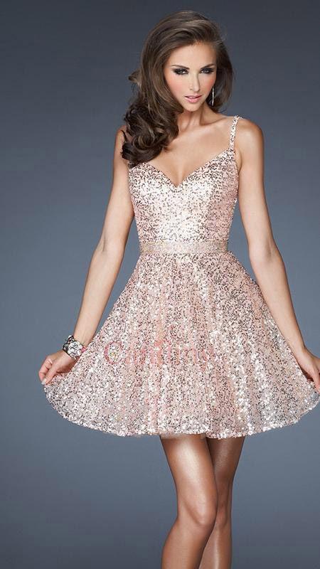 Speels en sexy korte pailletten jurk met een volledige rok