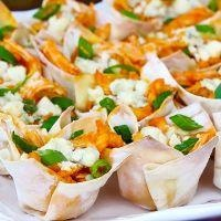 Buffalo Chicken Cups {Appetizers}: Fun Recipe, Chicken Bites, Cups Appetizers, Minis Muffins, Wontons Recipe, Muffins Pan, Buffalo 66, Wontons Wrappers, Buffalo Chicken Cups