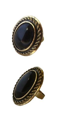 Anillo Vintage negro un complemento perfecto para añadir un toque de glamour a tu look. http://Alltrendy.es