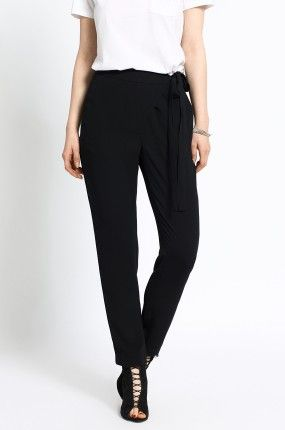 Zobacz produkt Medicine - Spodnie kolor czarny  RW16-SPD103w oficjalnym sklepie odzieżowym online marki MEDICINE. Dostawa w 24h - dzisiaj zamawiasz, jutro przymierzasz. Zapraszamy do zakupów.