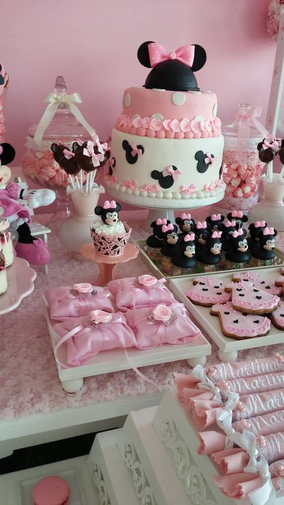 Minnie Mouse birthday party treats! See more party planning ideas at CatchMyParty.com!