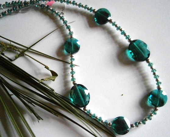 """18"""" DARK EMERALD GREEN AND SILVER COLOURED BEADED NECKLACE £ 10.00 - Creative Connections"""