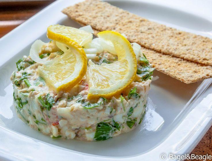 Закуска из морепродуктов, зелени, яиц и филе анчоусов Gubbröra (шведская кухня)