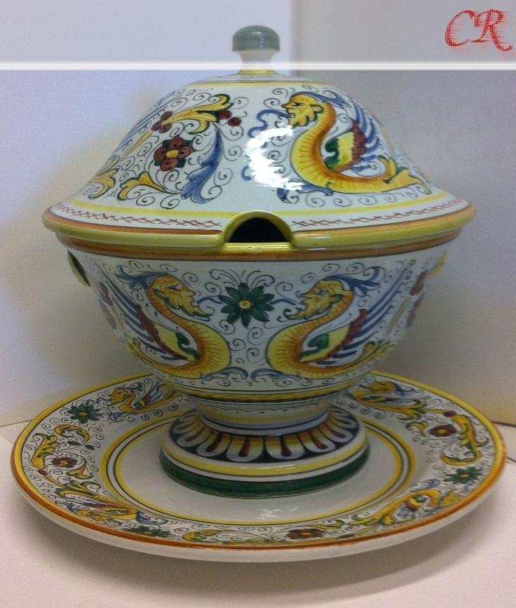 http://ceramicherinascita.altervista.org/zuppiera-raffaellesco/
