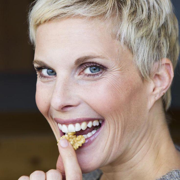 Heb je last van een hoog cholesterolgehalte of heb je hulp nodig bij het afvallen? Walnoten kunnen je hierbij helpen. Deze vrucht is daarnaast een krachtige antioxidant en zou mogelijk het proces van prostaatkanker vertragen en de kans op borstkanker verkleinen.