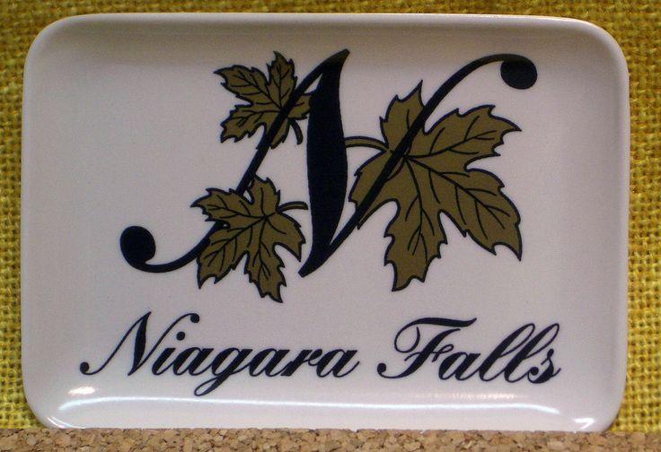 Melamine Tip Souvenir Tray - Niagara Falls Gold Maple Leaves