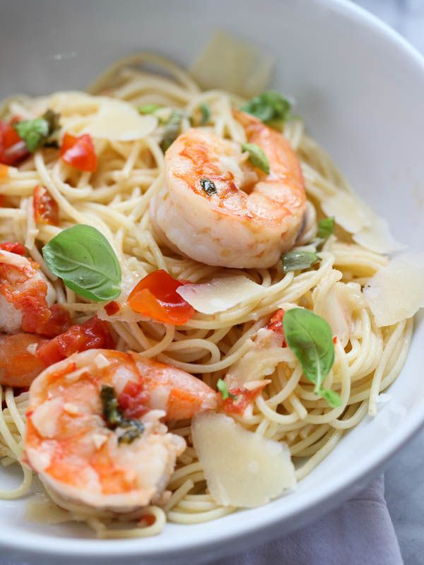 Shrimp Scampi Pasta ~ Fresh tomatoes, garlic and basil bring summertime flavors to a classic dinner.