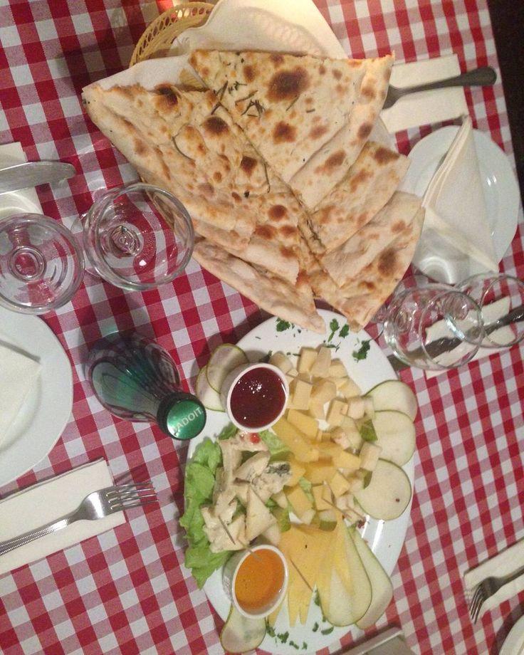 Итальянская закуска : пражская ветчина итальянские салями маслины пармская коппа  #нигхттьте #еда #блюда #рецепты #итальянская #кухня #паста #готовим  #итальянская #кухня #еда  #вкусно #food #foodporn#yum #instafood#spb#foodpic