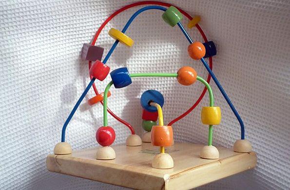 Juguetes Lío: el arte de jugar y aprender Es una emprendimiento ubicado en San Martín, provincia de Buenos Aires, que se dedica a fabricar y comercializar juguetes didácticos para la estimulación de niños desde los 6 meses a los 8 años.