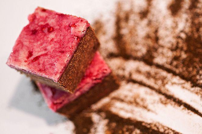 Lakritsfudge-brownie med hallontäcke | Kung Markatta - kungen av ekologiskt