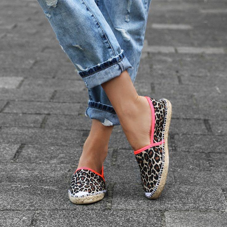 Leopard-espadrille slip ons