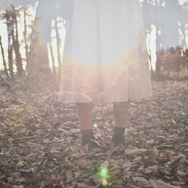 【_kaory17】さんのInstagramをピンしています。 《_ _ 実家に帰ったはいいけど今日はなんにも予定ないので、森を散策しようかと思います。  同じ県内なのに今住んでるところよりも寒すぎる…⛄️ _ _ _ #portrait #woman #girl #Miscellaneous #forest #森 #雑木林 #ポートレート #ポトレ #ポートレイト #flare #フレア #多重露光 #Nikon #ニコン #nikon_photography_ #nikon倶楽部 #ニコン倶楽部 #d5500 #nikond5500 #nikond5500photography #一眼レフ #filmcamera #単焦点レンズ #カメラ女子 #カメラ修行中 #写真好きな人と繋がりたい #ファインダー越しの私の世界 #デジタルでフィルムを再現したい #ig_japan》