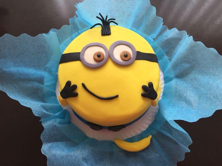 #Minions fondant cake