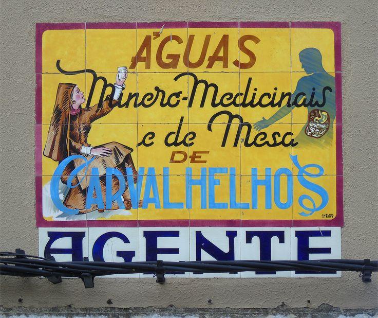 "Montijo | Painel publicitário / Advertising panel ""Águas Carvalhelhos"" | Fábrica / Factory Aleluia, Aveiro | c.1950-1960 [© Ana Almeida] #Azulejo #AzulejoDoMês #AzulejoOfTheMonth #Água #Water #Montijo"