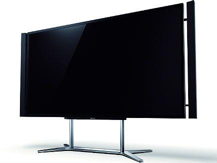 Com tela de 84 polegadas e resolução de 8,3 milhões de pixels, ou seja, quatro vezes superior à de uma Full HD, a TV 4K 3D da Sony chegou ao Brasil custando R$ 100 mil. Segundo a empresa, a TV oferece ganho de qualidade e redução de ruído nas imagens, independente de sua resolução e origem - mídias de Blu-ray, transmissão digital HD ou até vídeos da internet. No IDG Now!