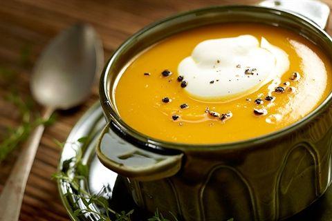 Szukasz pomysłu na dynię? Poznaj nasz przepis na delikatną i aromatyczną kremową zupę z dyni. Musisz spróbować!