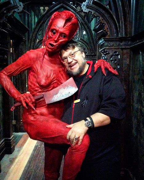 daviddtsfxSexy-break-on-set-whit-Guillermo-del-Toro-and-@actordougjones