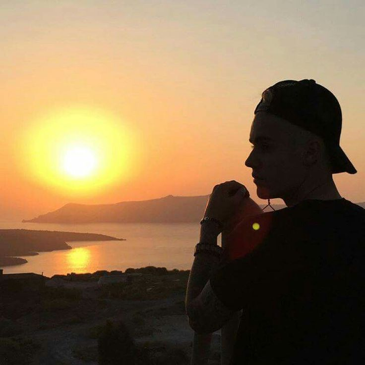#JustinBieber decided to finish the recordings for his new album at #Santorini, this autumn. At his second visit to the island, the singer combined work and vacations.
