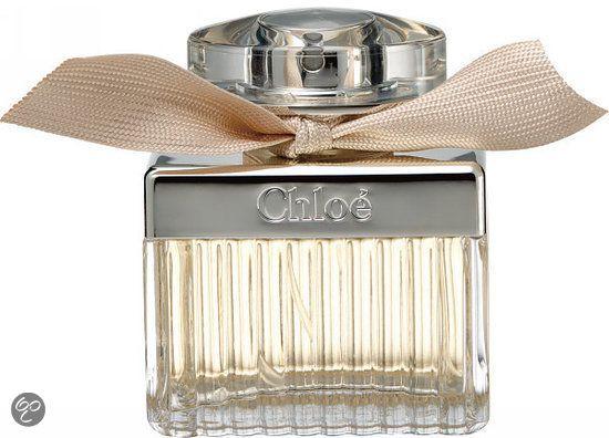 Chloè For Women - 50 ml - Eau de parfum.  Chloe is nogal een afwijking van de eens zo populaire tuberoos samenstelling met dezelfde naam. Een lichte en frisse, maar sterk verleidelijke en zelfbewuste geur. Top :pioenroos, fresia, lychee. Hart :roos,lelietje-van-dalen, magnolia. Basis :amber, Virginia ceder