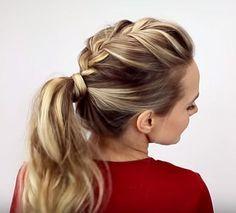 Se você não consegue sair de casa sem uma produção nos cabelos, mas entende que praticidade é essencial para o dia a dia, certamente já é fã do rabo de cavalo, penteado simples, que leva pouco tempo e é capaz de levantar o visual. Confira em fotos e vídeo 7 opções de rabo de cavalo para cada dia da semana:L