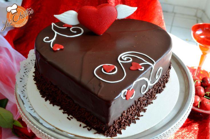 Pastel de chocolate decoración para día del amor y amistad