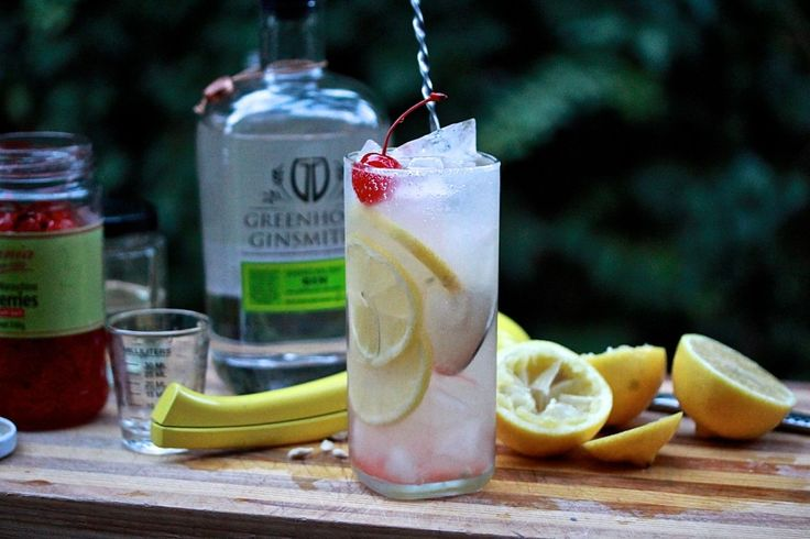 TOM COLLINS: When it comes to classic cocktails, the Tom Collins is one of the true originals. Mixed with American Dry Gin, lemon juice, sugar syrup and soda water. Recipe on the blog.