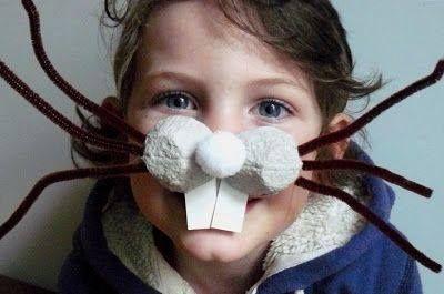 Nariz de conejo casera hecha con productos reciclados. Accesorios disfraz de conejo