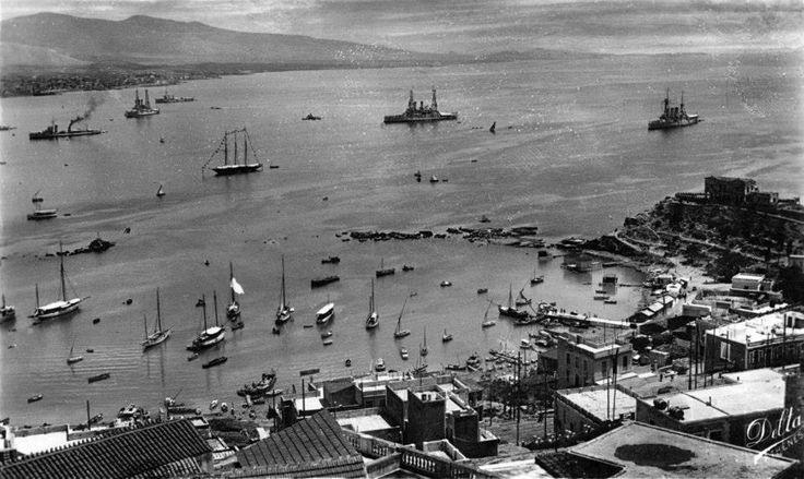 Νέο Φάληρο 1928-31, τα θωρηκτά ΑΒΕΡΩΦ, ΛΗΜΝΟΣ και ΚΙΛΚΙΣ και άλλα πλοία του ελληνικού στόλου, αρόδου στον Φαληρικό όρμο. Σε πρώτο πλάνο το Μικρολίμανο.  Δημοσίευση Θεόδωρου Μεταλληνού