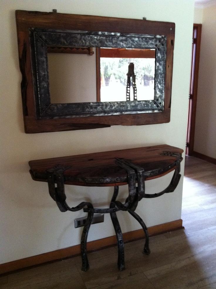 Proyecto de Decoración. Arrimo de cubierta de roble con base de fierro forjado reciclado con espejo de marco de roble con marco interior de fierro martillado. www.facebook.com/nativoredwood