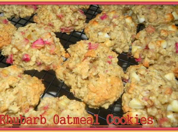 Rhubarb Oatmeal Cookies With White Chips & Walnuts (48).