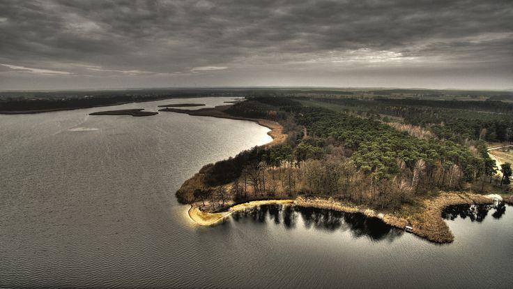 Z lotu ptaka: Jezioro Jeziuckie ( okolice Bydgoszczy) późną jesienią.
