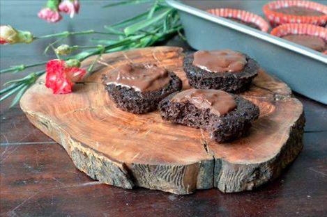 Cupcakes met bietjes Klinkt gek, maar als je bedenkt dat cake met wortel (precies: carrot cake) heel lekker is, dan is cake met bietjes ineens een stuk minder vreemd!