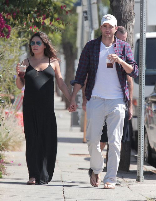 First Glimpse of Mila Kunis & Ashton Kutcher's Daughter