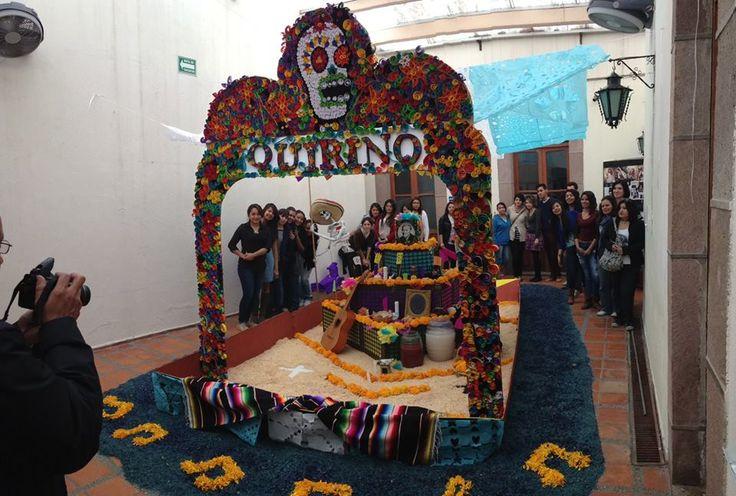 Altar a Quirino Mendoza y Cortés. Licenciatura de Diseño Gráfico Concurso de altar de muertos 2014