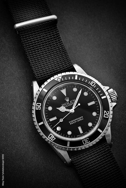 Attention ! Vous pourriez tomber amoureux de la Rolex Submariner ! // www.leasyluxe.com #blackstyle #design #leasyluxe