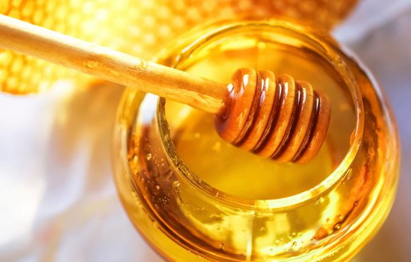 Make Your Own Energy Gel 7 and 1/3 tablespoons of honey 3/4 teaspoons of blackstrap molasses 1/10 teaspoons (just shy of 1/8 tsp) of table salt