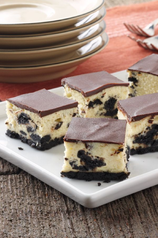 OREO Cheesecake Bites – Need dessert for a crowd? This recipe of OREO Cookies, cream cheese, chocolate, and a few kitchen staples are all you need to create an awesome cheesecake bar.